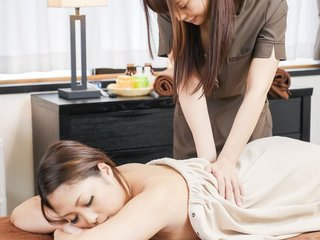 Maika Asian massages babe with oil and rubs her..